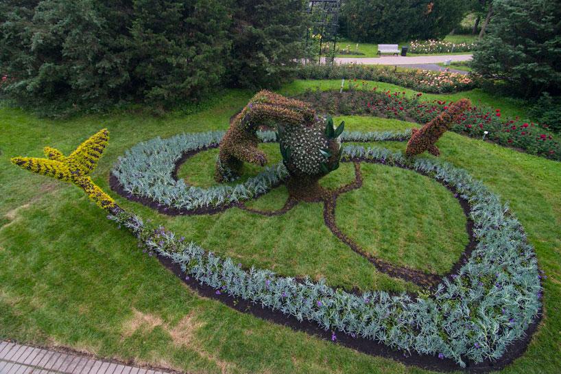 massive-hordicultural-sculptures-in-montreal-designboom-04.jpg