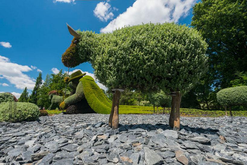 massive-hordicultural-sculptures-in-montreal-designboom-10.jpg