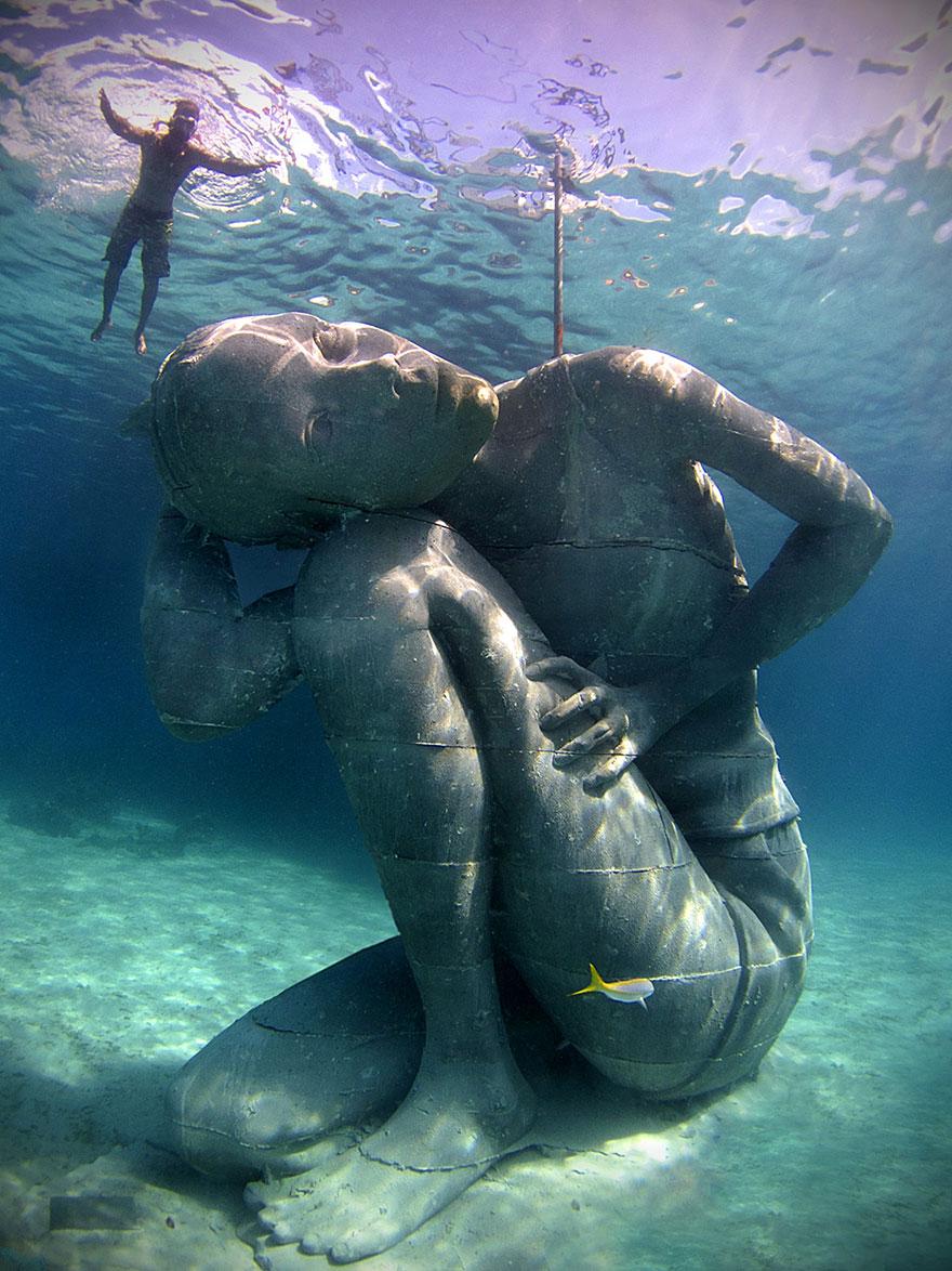 ocean-atlas-bahamas-underwater-sculpture-jason-decaires-taylor-6-57bb12cf020ed_880.jpg