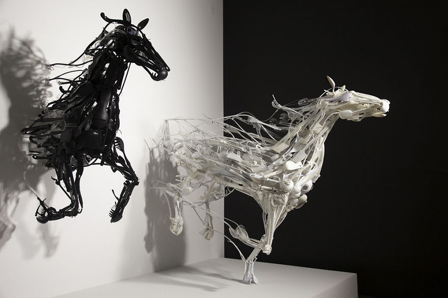sayaka-ganz-makes-animals-in-motion-from-reclaimed-plastic-objects-57a68afbd19be_880.jpg