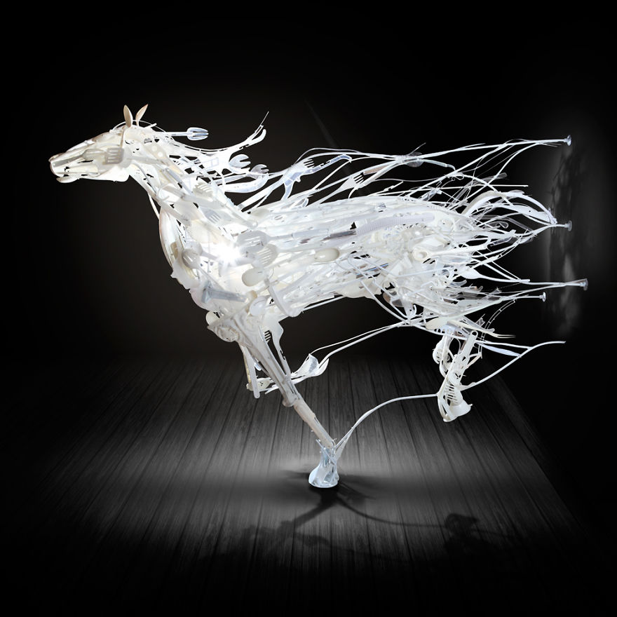 sayaka-ganz-makes-animals-in-motion-from-reclaimed-plastic-objects-57a9a2ab9edaa_880.jpg