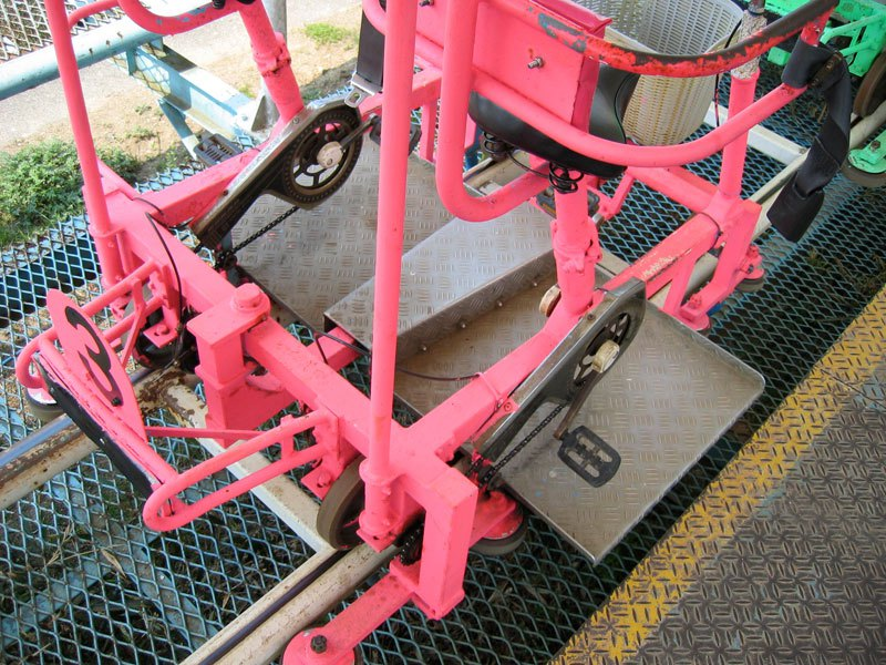 sky-cycle-pedal-powered-rolloer-coaster-japan-2.jpg