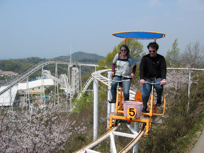 sky-cycle-pedal-powered-rolloer-coaster-japan-3.jpg