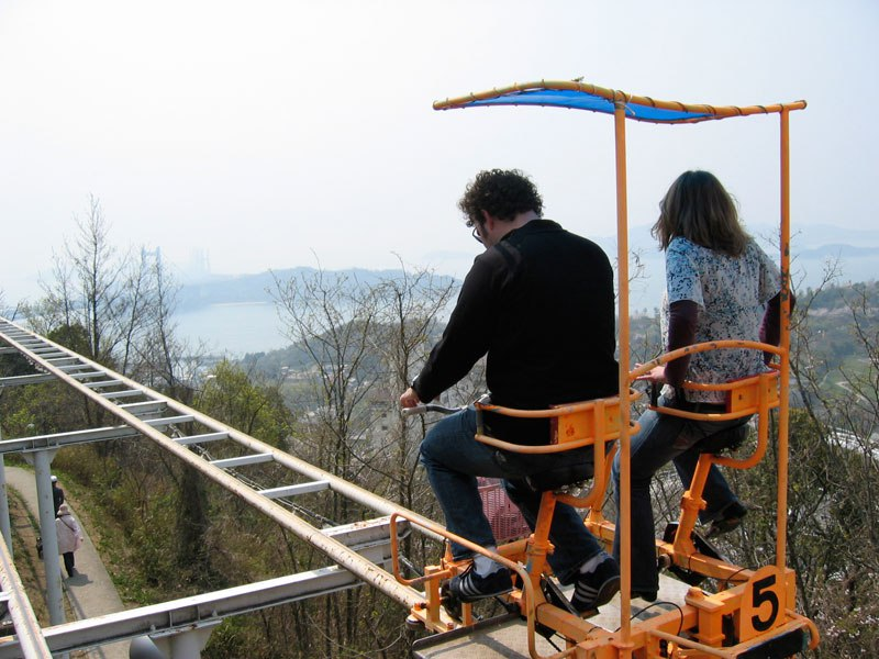 sky-cycle-pedal-powered-rolloer-coaster-japan-4.jpg