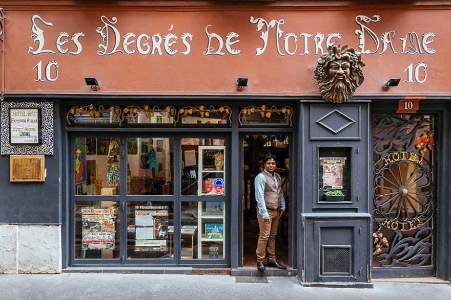 the-story-behind-these-iconic-parisian-storefronts-5809c943cdb95_880.jpg