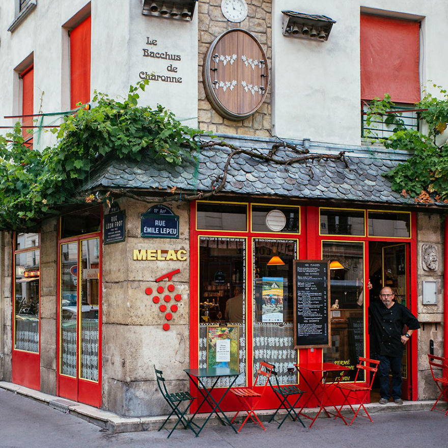 the-story-behind-these-iconic-parisian-storefronts-5809c947058db_880.jpg