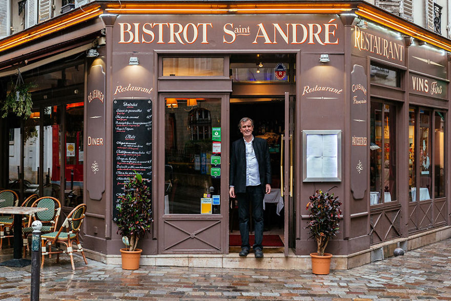 the-story-behind-these-iconic-parisian-storefronts-5809c951f0b3e_880.jpg