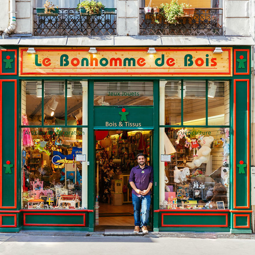 the-story-behind-these-iconic-parisian-storefronts-5809c95ad9735_880.jpg