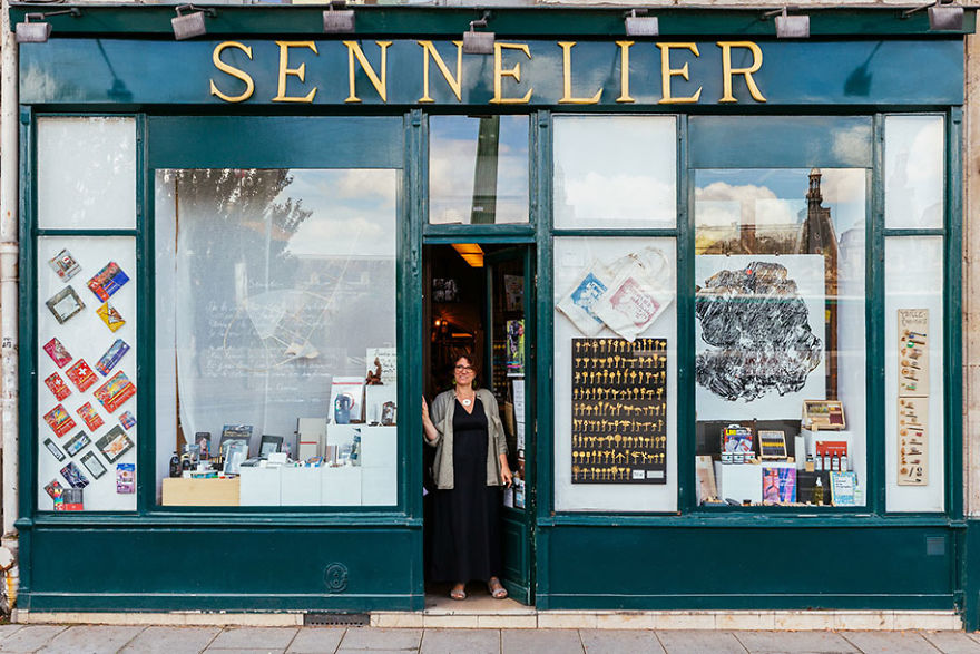 the-story-behind-these-iconic-parisian-storefronts-5809c95fac2d6_880.jpg