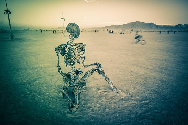 trey-ratcliff-skeleton-burning-man-L.jpg