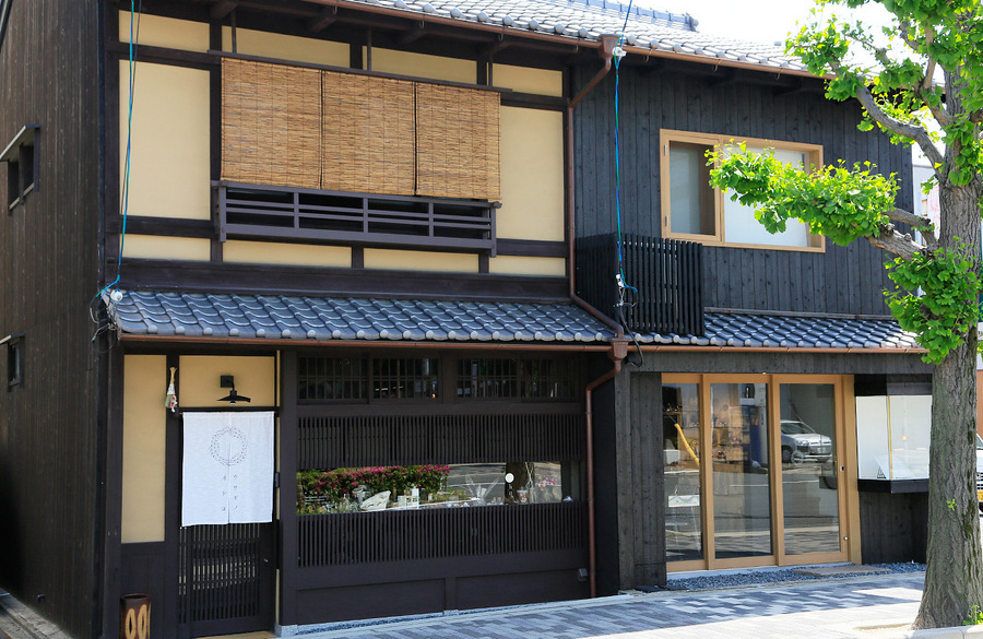 usaginonedoko-kyoto-cafe-rocks-minerals-1.jpg