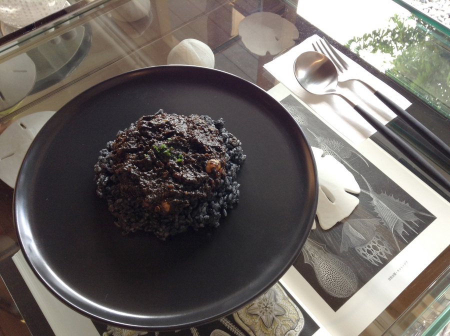 usaginonedoko-kyoto-cafe-rocks-minerals-6.jpg