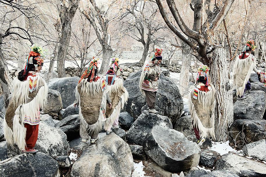 vanishing-tribes-before-they-pass-away-jimmy-nelson-34.jpg