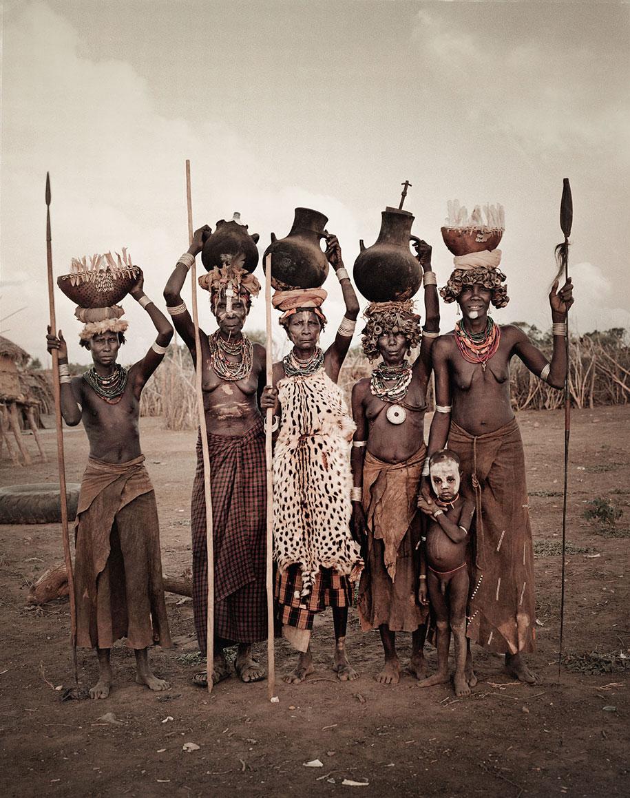 vanishing-tribes-before-they-pass-away-jimmy-nelson-36.jpg