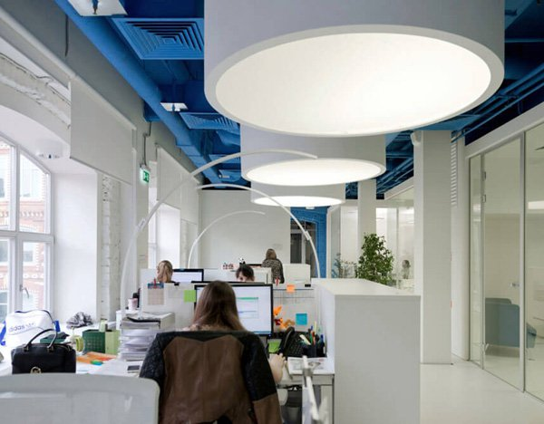 vibrantly-colored-media-agency-office-design-in-moscow3.jpg