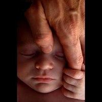 A születés utáni érintés ereje