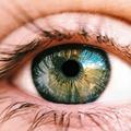 Szemüvegesek szülhetnek természetes úton?