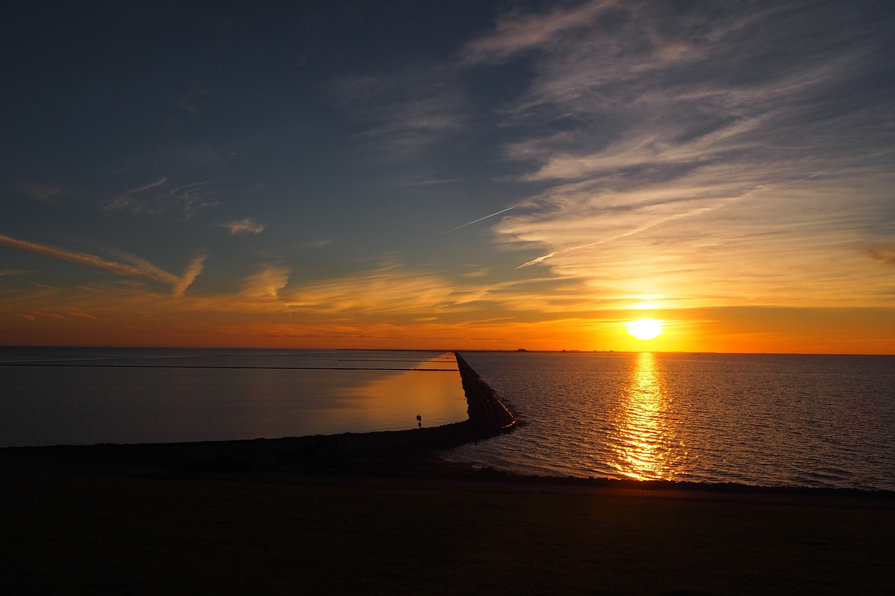 sunset-1369430_1280.jpg