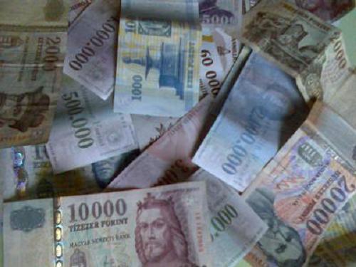 sok pénz