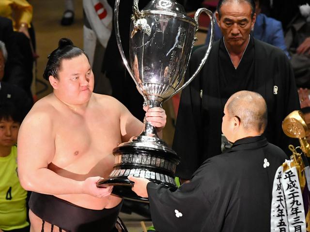Ismét Hakuho a bajnok!