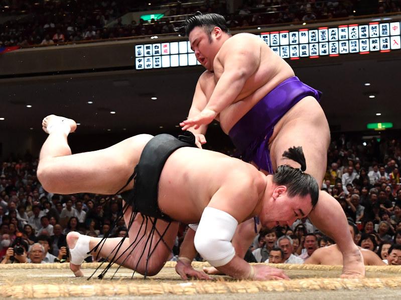 20171016-takakeisho-harumafuji.jpg