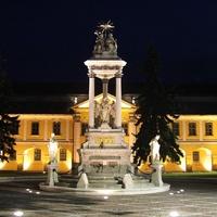 Árpád-fonatok a főtéren: Esztergom, Széchenyi tér-rejtvénnyel!