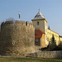 Barbakán, bástyasátány, elkerülő út: a pécsi városfal mentén. Pécsi posztsorozat IV