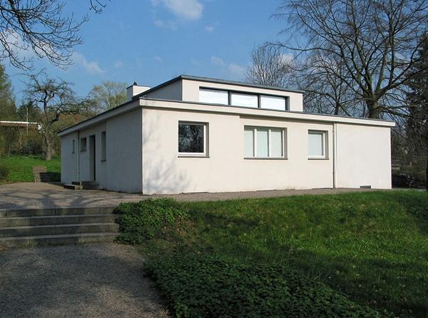 800px-Haus_am_Horn,_Weimar_(Westansicht).jpg