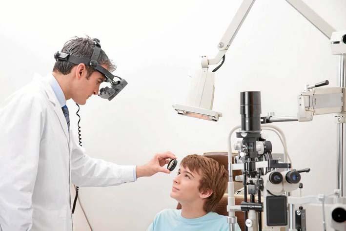 különbség az optometrista és a szemész között