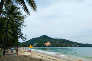 Phuket második nap - egy inspiráló sztori, majmok szabadlábon és beach time