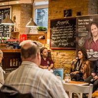 Motivációs beszélgetés a Nem Adom Fel Cafe & Bár-ban