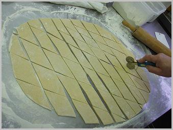 Farsangi szalagos fánk csöröge fánk Zsámbék Szakiskola szakács