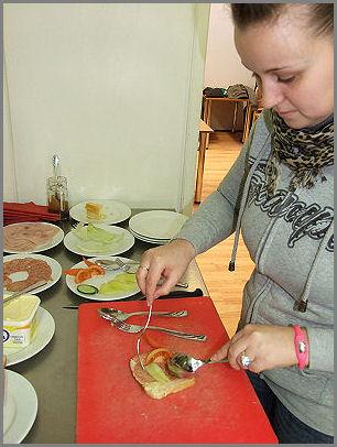 Pincér felszolgálási gyakorlat  Zsámbék Szakiskola vendéglátás