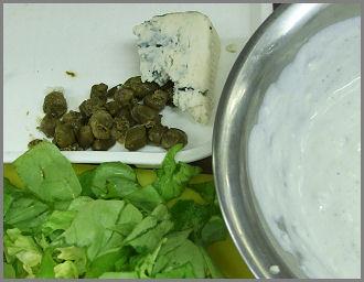 Jégsaláta  joghurtos-rokfortos dresszinggel Zsámbék Szakiskola szakács