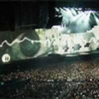 Újra Budapesten a Pink Floyd Fala (Lánggitár)