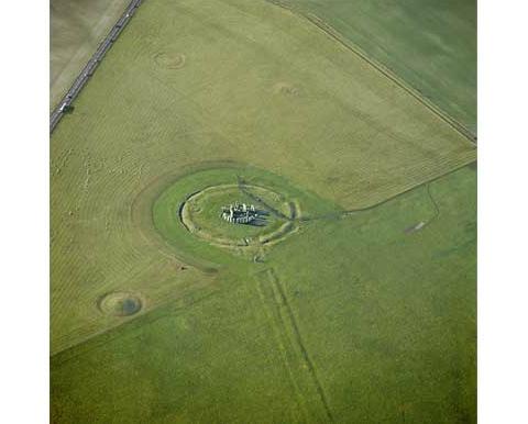 Stonehenge_Visitor-480.jpg