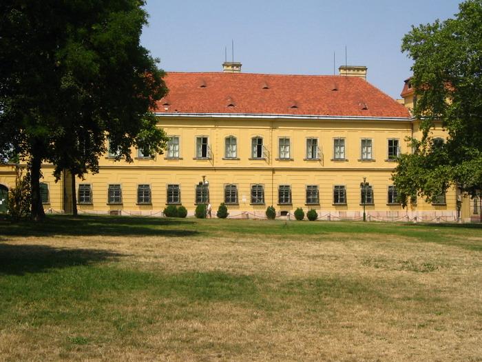 Tata: Az Eszterházy kastély