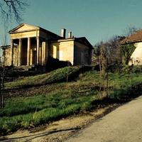 Ház a magasban – így pusztul egy klasszicista budai villa