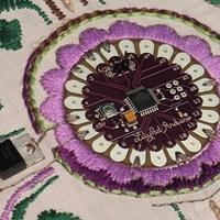 Lilypad - a hordaható elektromos ruha....