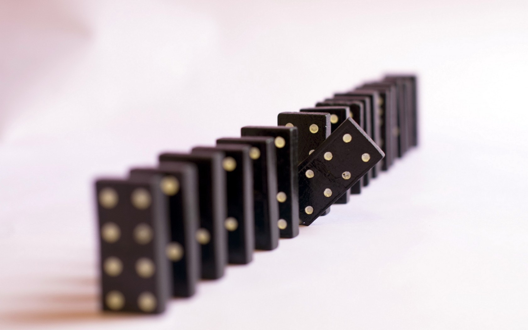 domino-pieces-game-wallpaper-1680x1050.jpg