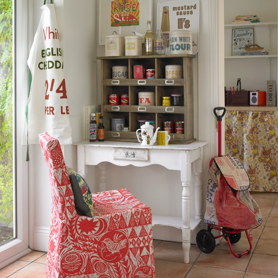 vintage-style-kitchen-country-homes-and-interiors-housetohome.jpg