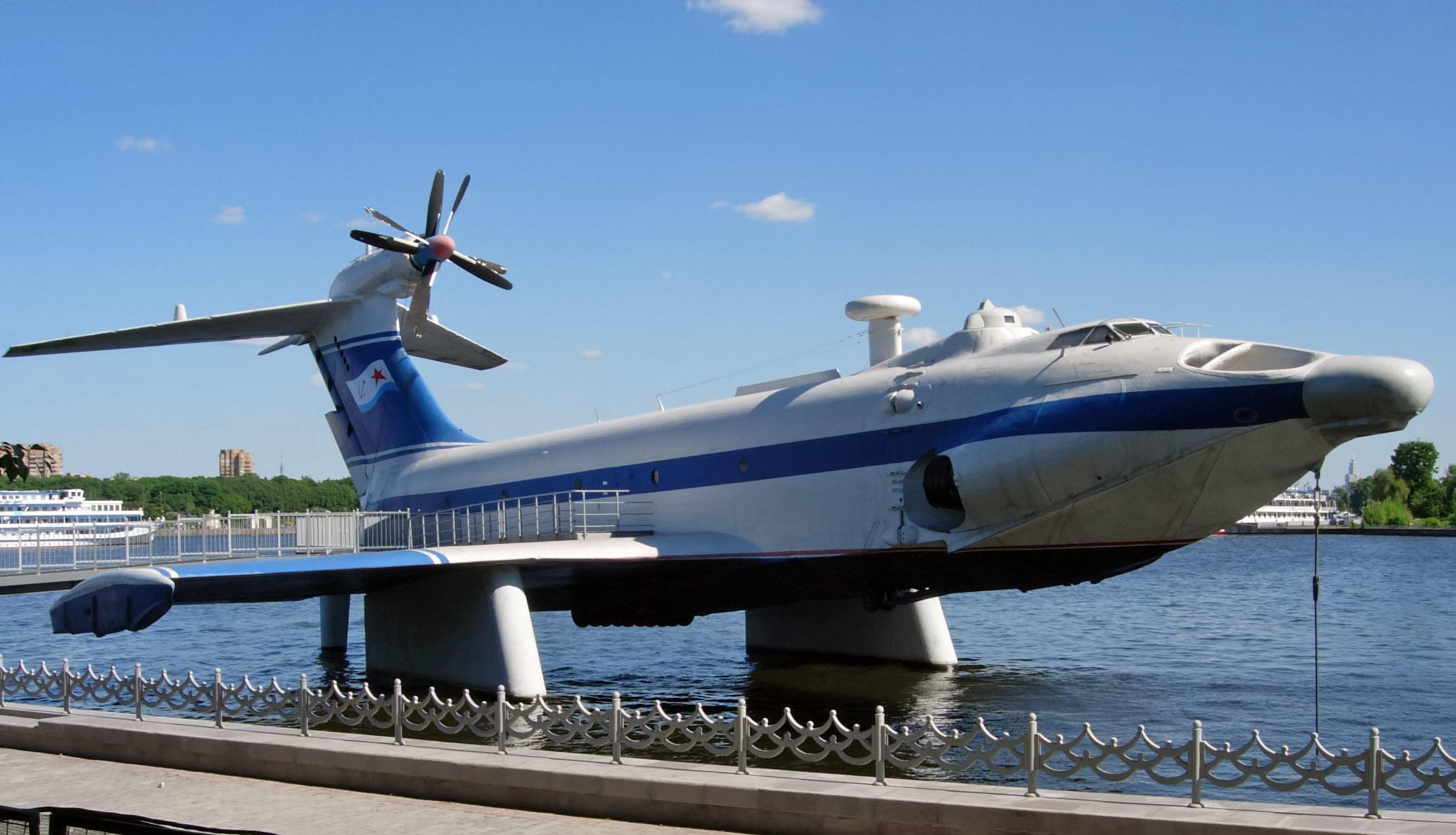 Ekranoplan_A-90_Orlyonok_-_edit.jpg