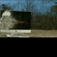 Amikor az iMac találkozik egy tankelhárító lövedékkel....