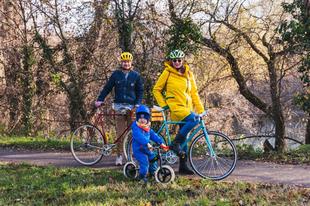 A Farkas Család télen-nyáron, tömegközlekedés helyett is bringázik