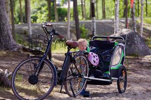 Milyen a jó kerékpár-utánfutó gyerekszállításhoz?