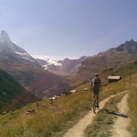 Armani öltönyök és North Face dzsekik - Svájci csokoládépapír-bringázás IV.