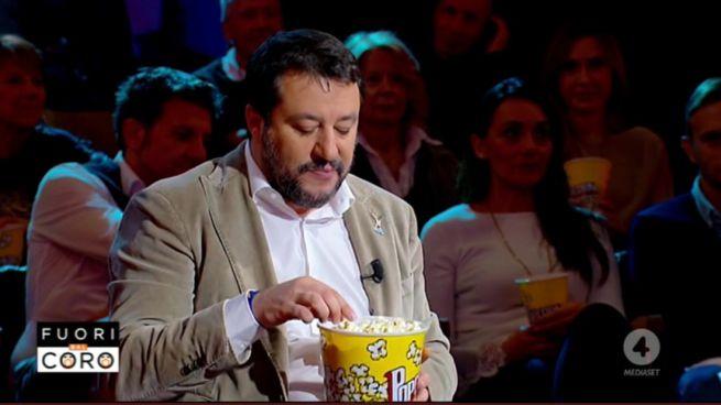 Salvini egy órás interjút adott pop-corn evés közben