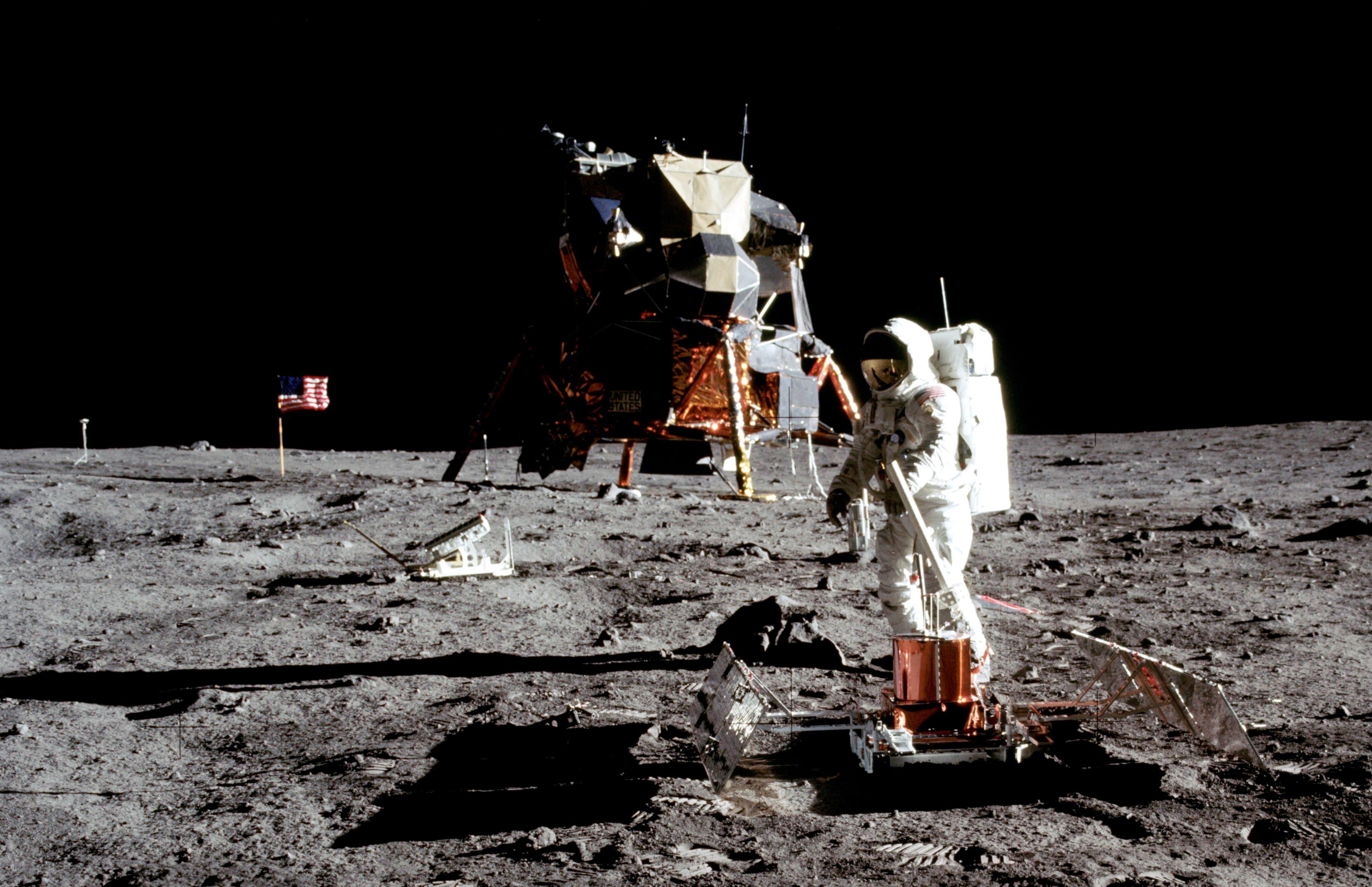 1,8 millió dollárért keltek el a Holdra szállás elveszettnek hitt, eredeti felvételei
