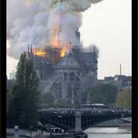 Leégett a párizsi Notre Dame.