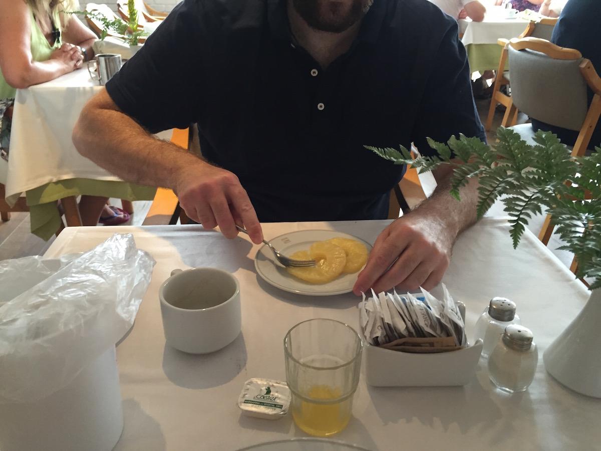 Feri csak ananászt eszik, azért ilyen vékony